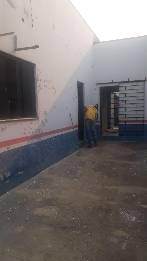 Pintura do prédio, na Subsede, em Cerejeiras.